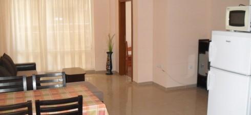 Просторен и слънчев тристаен апартамент, в новопостроена жилищна сграда, разположена в централната част на града. Апартамента се намира се на...