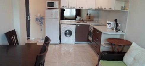 Изключително топъл и светъл двустаен апартамент, находящ се в жилищна сграда, разположена в района калните бани и на 200м от...