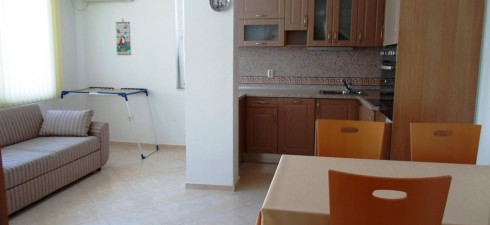 Апартамента се намира пети / предпоследен / етаж в жилищна сграда, разположена в централната част на стария град, на 350м...