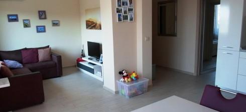 Изключително просторен, топъл и светъл двустаен апартамент, находящ се в луксозна жилищна сграда, разположена в непосредствена близост до санаториума за...