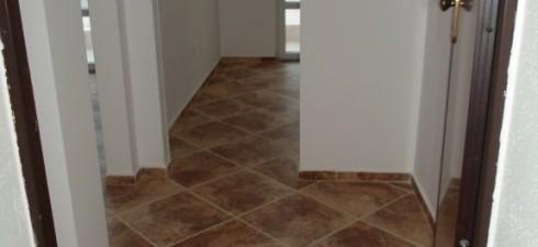 Апартамента се намирана втори / пьрви жилищен / етаж от жилищна сграда разположена на 30м от плажа и на 250м...